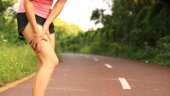 What causes pain in the front thigh?