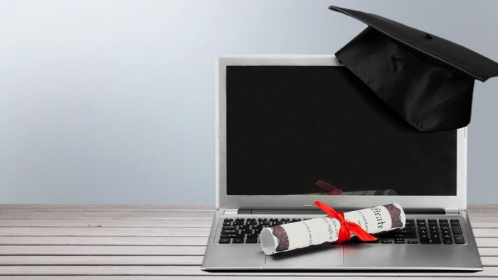 Do Any Institutions Offer Free Online Degree Courses?