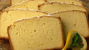How Do You Bake Paula Deen's 7-up Pound Cake?