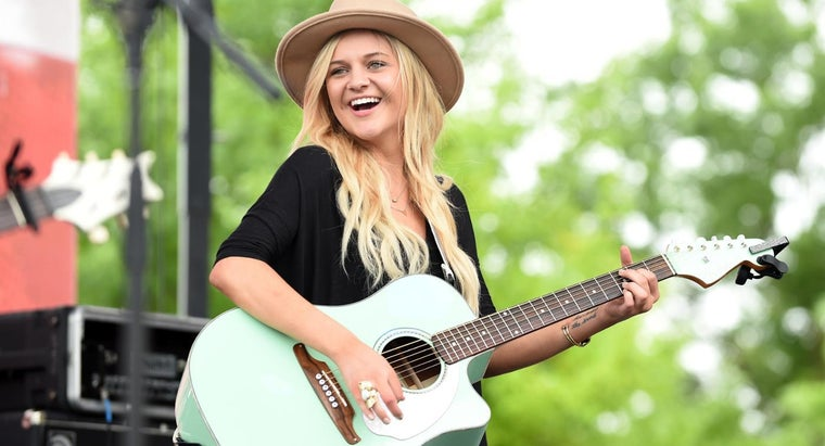 Who Are Some Country Artists That Debuted in 2015?