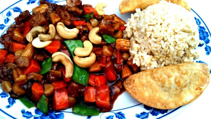 How Do You Make a Vegetarian Cashew Chicken Recipe?