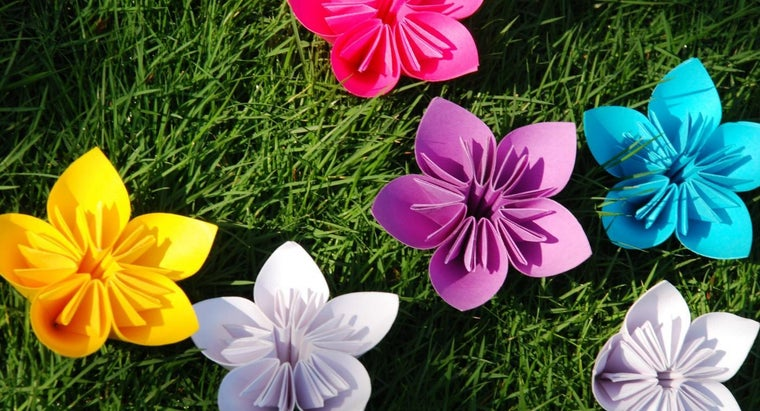What Are Some Ways to Make Your Own Paper Flowers?
