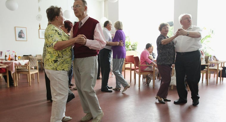 What Are the Advantages of 55 and Over Senior Living Communities?