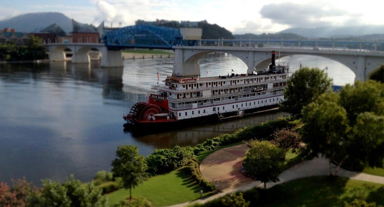 What Were Some Popular Delta Queen Riverboat Cruises?