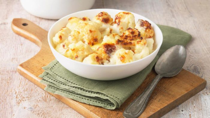 What Is an Easy Recipe for Cauliflower With Cheese?
