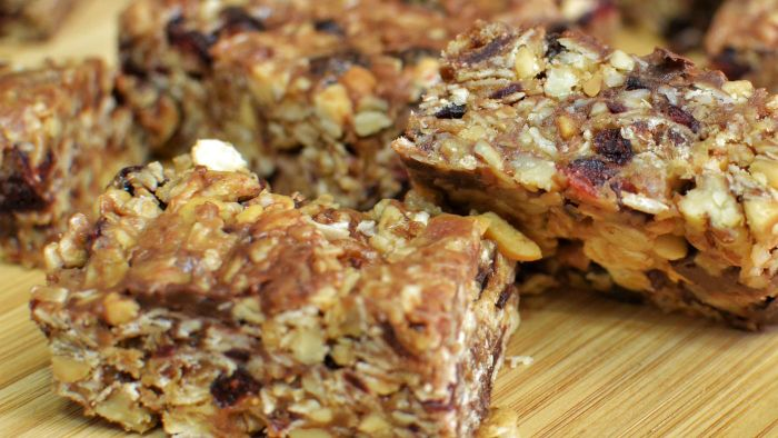 How Do You Make Chewy Granola Bars?