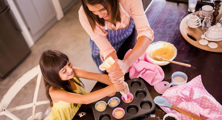 What Are Some Easy Dessert Recipes for Kids?