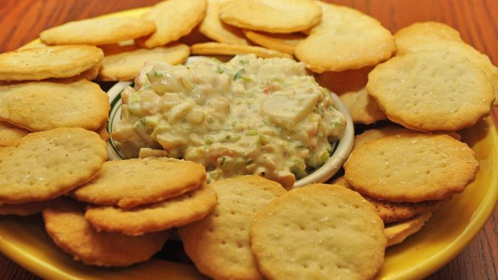 How do you make shrimp dip with cream cheese?