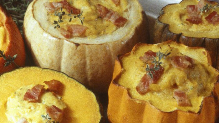 What Are the Ingredients in an Easy Recipe for Baked Acorn Squash?
