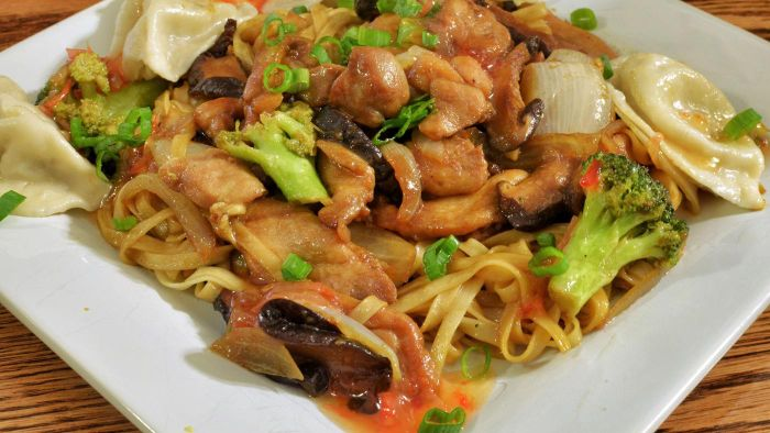 What Is an Easy to Make Chicken Lo Mein Recipe?