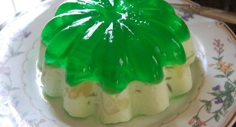 What Are Some Easy Ways to Make Artistic Gelatin?