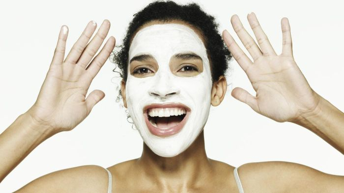 How do you make a simple face mask?