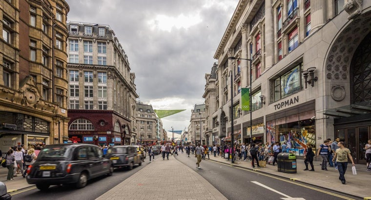 What Hotels Are Located Near Oxford Street in London?