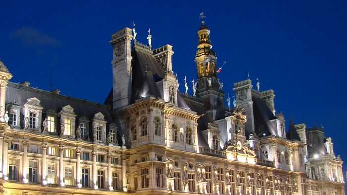 What Are Some Popular Hotels in Paris, France?