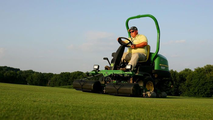 Which Models of John Deere Lawn Tractors Have Power Steering?