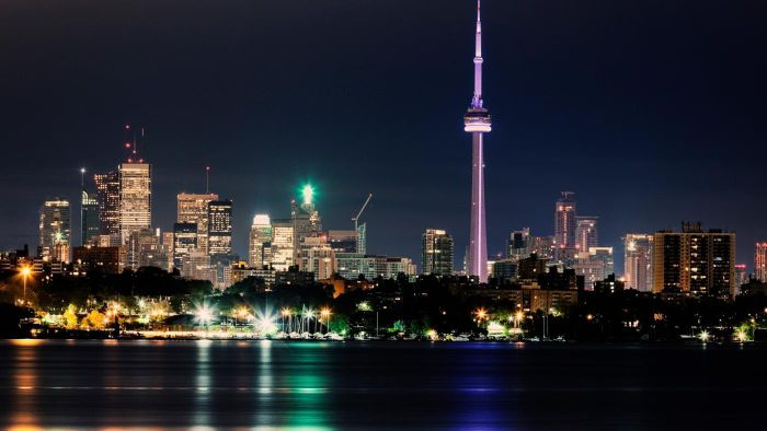 What are some things to do in Toronto on weekends?