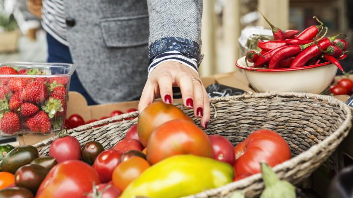 What Is a List of the Calories and Carbohydrates in Fruits and Vegetables?