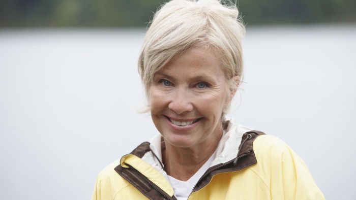 What are some good short haircuts for women over 60?