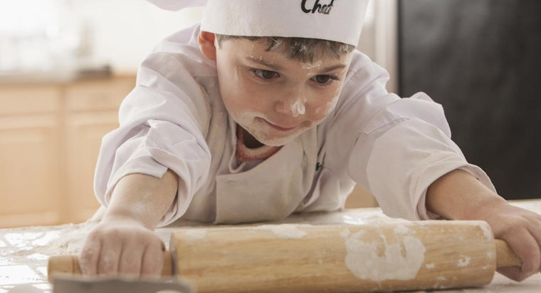What Are Some Baking Games That Young Children Can Play?