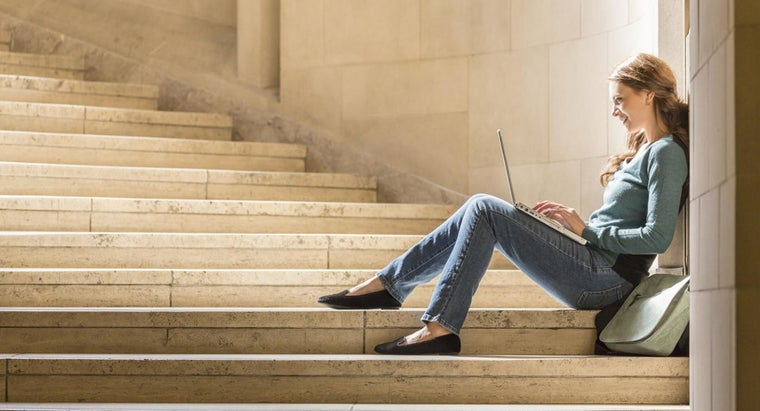 What Are the Benefits of Enrolling in Online Community College Courses?