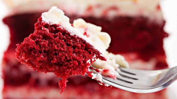 What Ingredients Go Into a Typical Red Velvet Cake?
