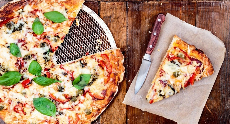 What Is a Recipe for Pizza Crust Using Bisquick?
