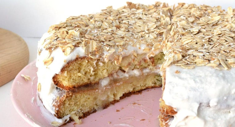 What Is a Recipe for Banana Cake That Uses a Cake Mix?