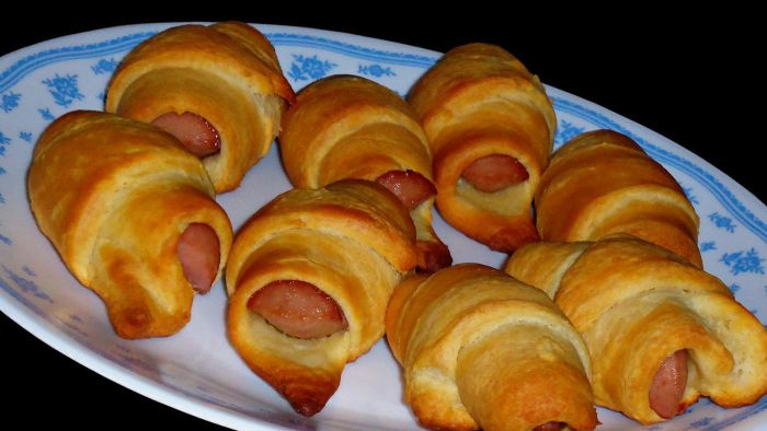 What Are Some Recipes for Crescent Roll Appetizers?