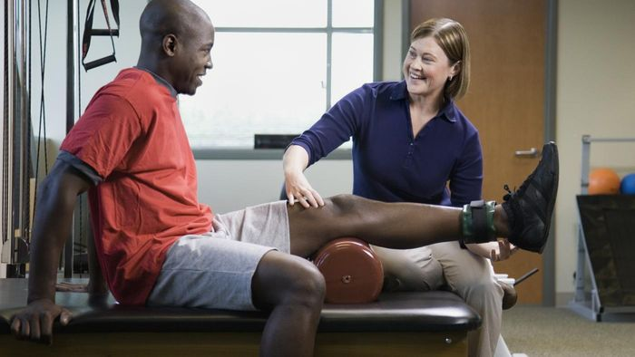 What is the annual salary of a physical therapist?