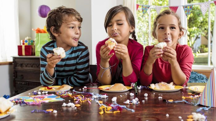 What Is a Highly-Recommended Cupcake Maker for Kids?