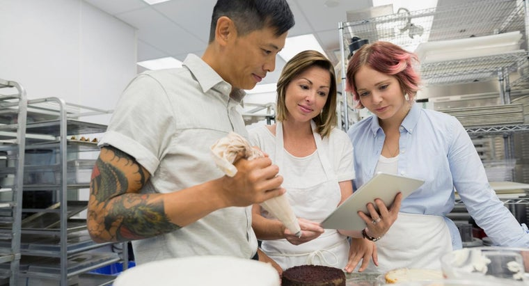 What Are Some Topics Covered in Cake Baking Courses?