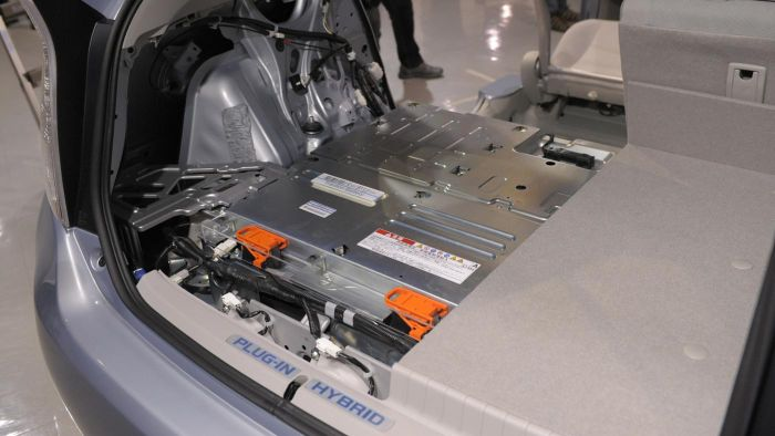 How Do You Replace a Hybrid Battery?