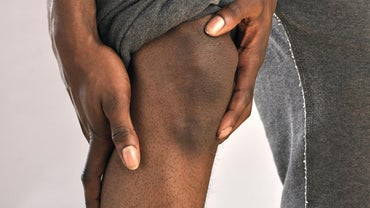 What Are Some Causes of Stabbing Pain in the Knee Cap?