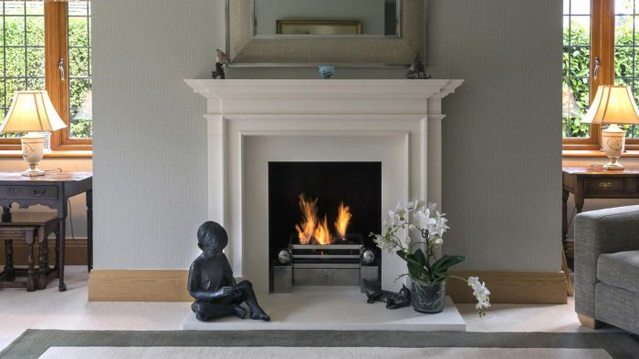 What Are Some Good Ideas for Decorating a Fireplace Mantel?