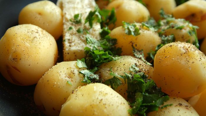 What Are Some Easy Recipes for Parsley Potatoes?