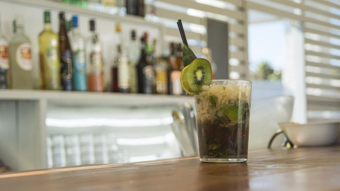What Are Some Mixed Drink Recipes Using Kiwi?