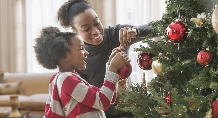 What Are Some Images Associated With Christmas?