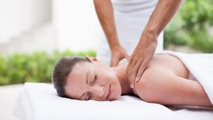 What Are Some Tips for Giving a Body Massage?