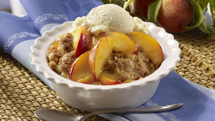 What Is a Recipe for an Easy Peach Cobbler Using Bisquick?