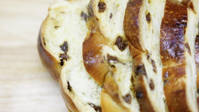 What Is a Good Recipe for Making Raisin Bread With Fleischmann Yeast?