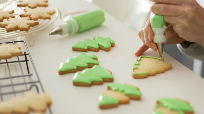 What Are Some Easy Recipes for Cookie Icing?