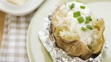 How Do You Make Baked Potatoes in a Slow Cooker?