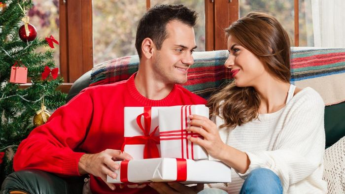 What Are Some Good Gifts to Give Your Spouse?