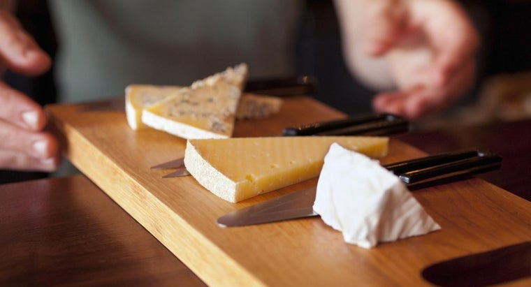 What Are the Symptoms of a Cheese Allergy?