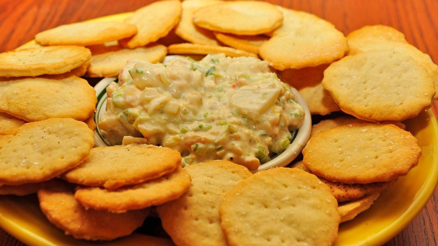 What Are Some Recipes for Crabmeat Cream Cheese Dip?