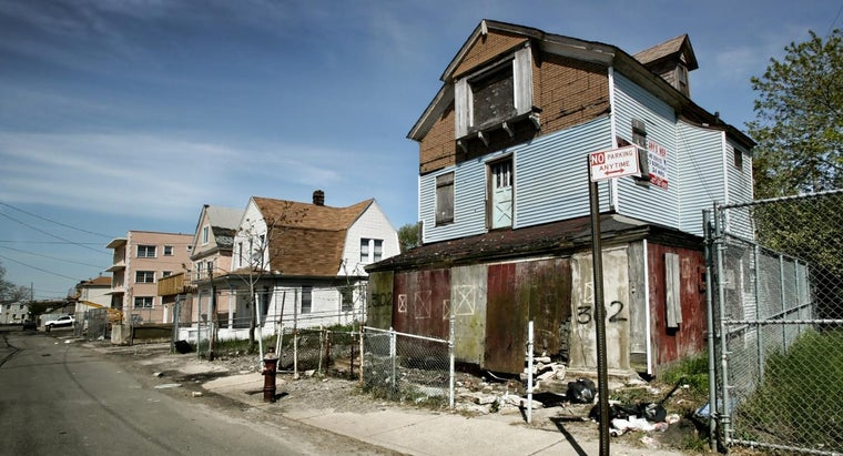 How Do You Find Cheap Foreclosed Houses?