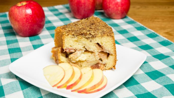 What Is the Betty Crocker Apple Coffee Cake Recipe That Uses Bisquick Mix?