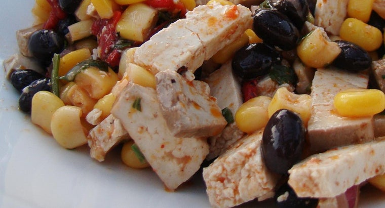 What Ingredients Are Needed to Make a Cold Corn Salad?