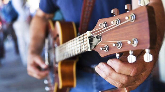 How can you tune your guitar online?