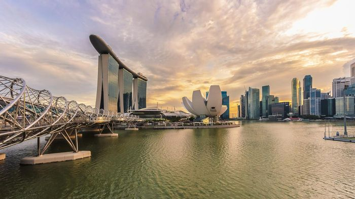 What Are Some Top-Rated Hotels in Singapore?